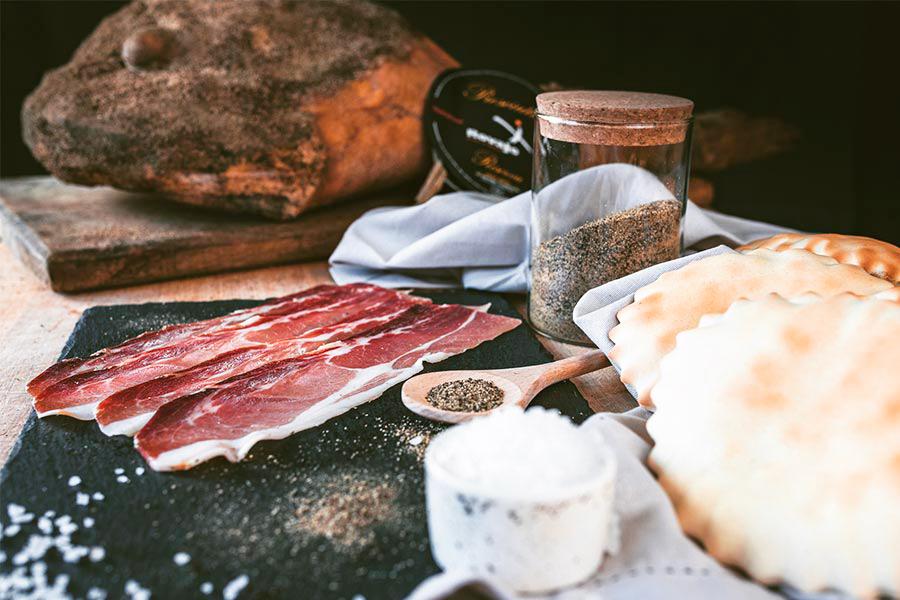 Come si prepara il prosciutto di Desulo